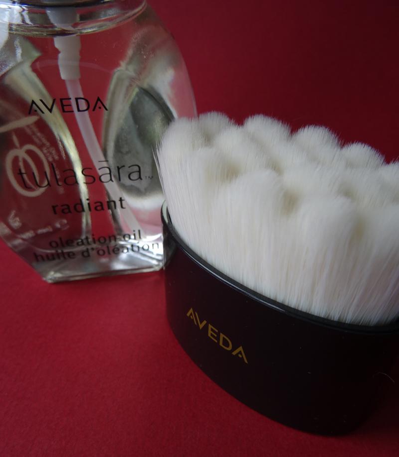 beautyblog-aveda-tulasara-radiant-og-brush